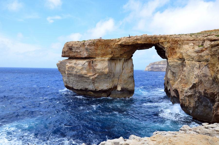Un paseo en barca junto a la Ventana Azul en Gozo, Malta Playas del mundo