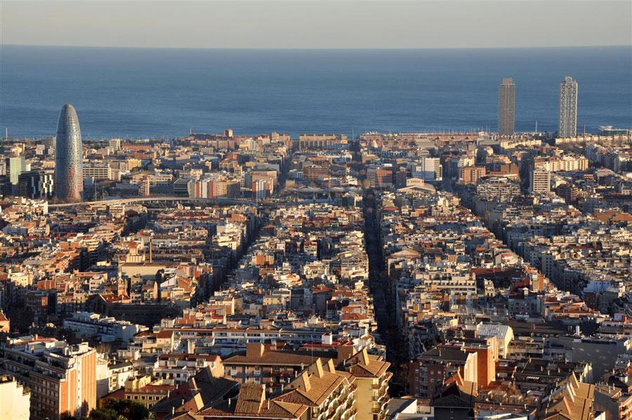 �Te imaginas recorrer Barcelona sin gente? Gracias a este v�deo puedes Playas del mundo