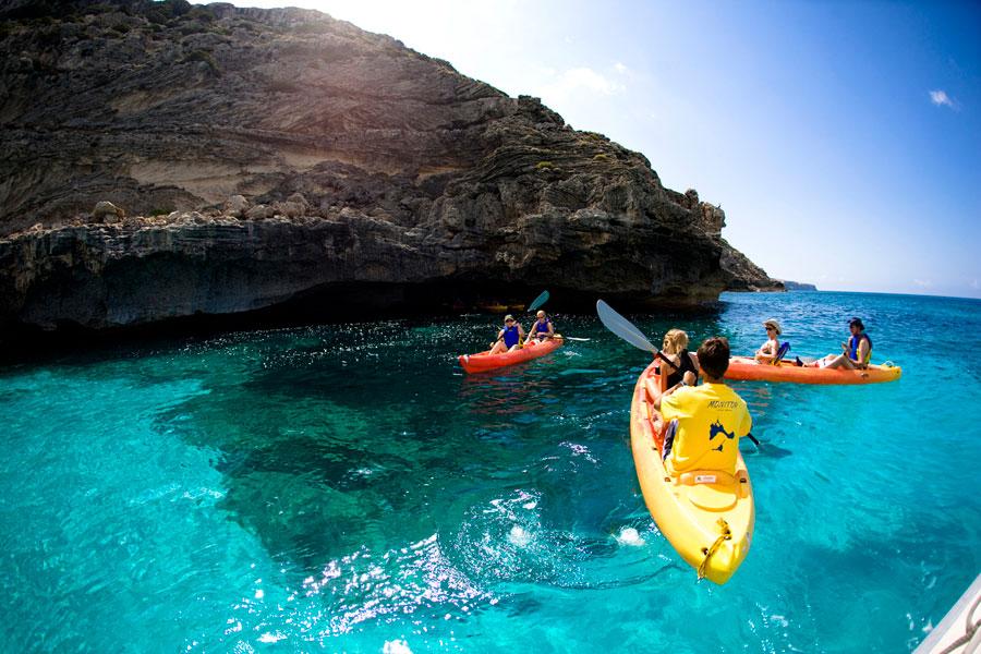 Acaba el verano y nos subimos al kayak. Diez lugares para remar a gusto. Playas del mundo