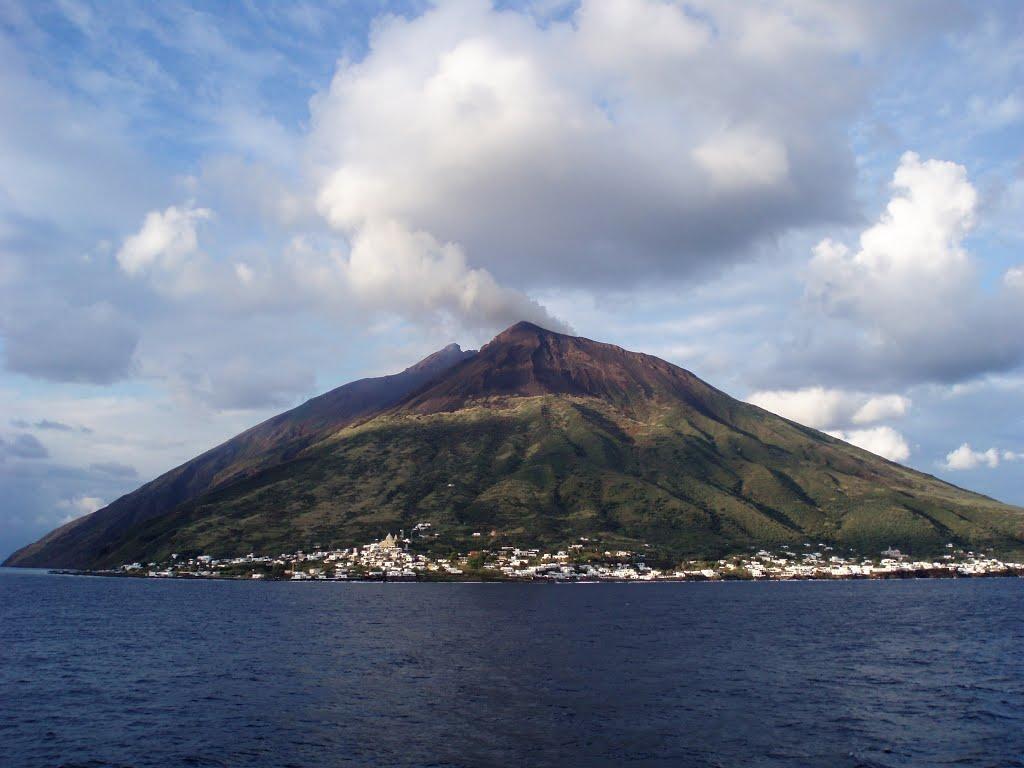 Stromboli, la isla del volc�n Playas del mundo