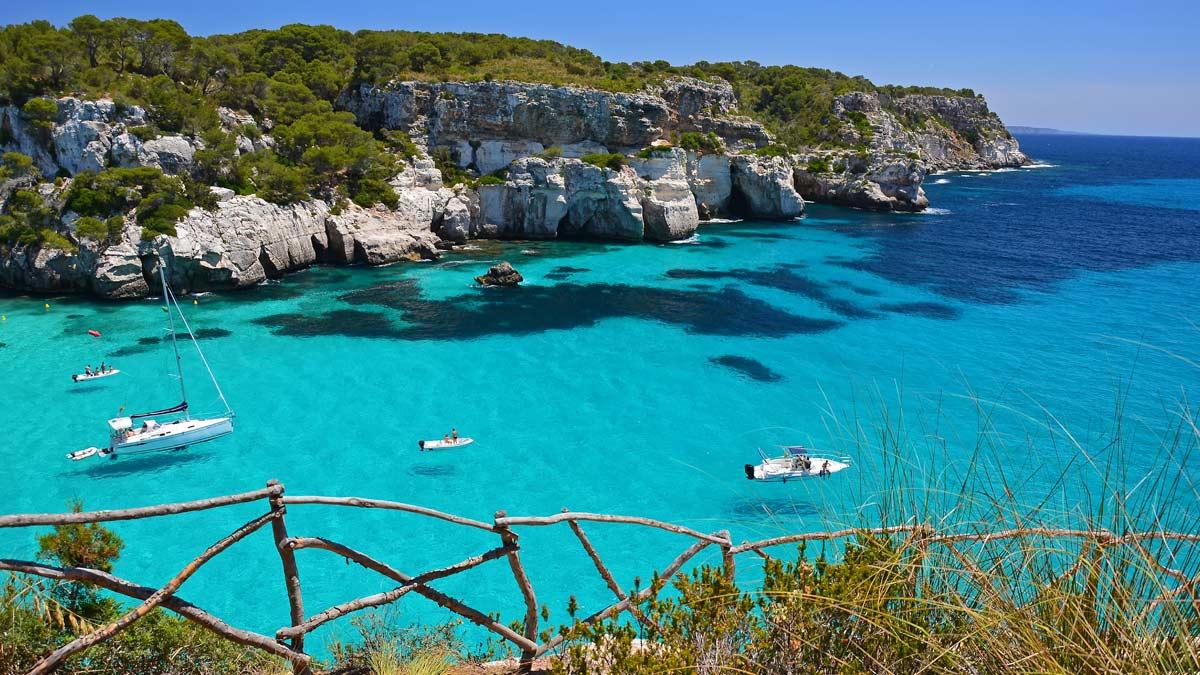 Viajar a Menorca: historia, cultura, monumentos y turismo Playas del mundo