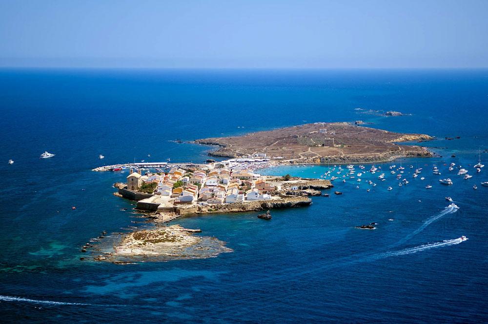 La peque�a isla de Tabarca cerca de Alicante Playas del mundo