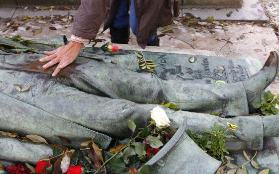 La tumba más acariciada de París Playas del mundo